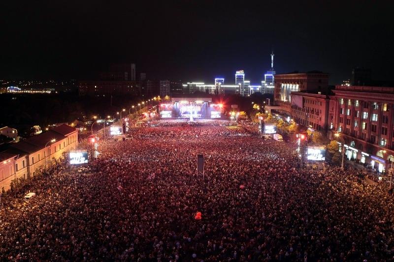 Первомайская демонстрация на проспекте 25 октября